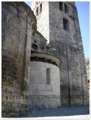 romanico_iglesia_romanesque_church_eglise_romane_romanik_kirche_reconstruccion
